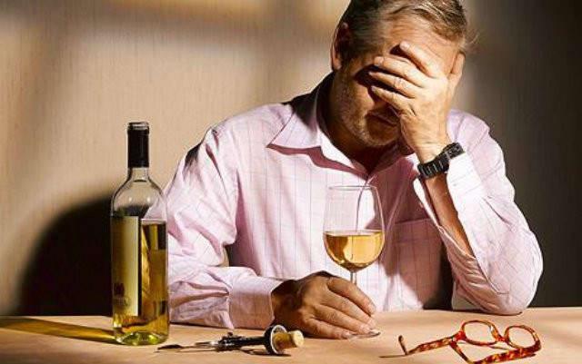 πατέρας που έπινε αλκοόλ